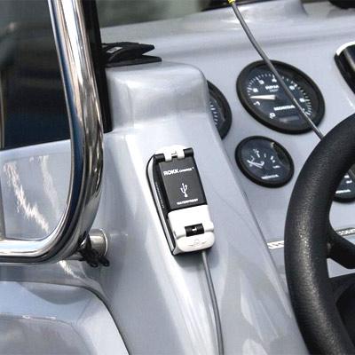 Prise étanche USB motonautisme